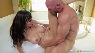 Brazzers - BrazzersExxtra Horny Female Lexi Luna Gets Drenched
