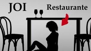 Mamada bajo mesa de restaurante JOI audio espanol