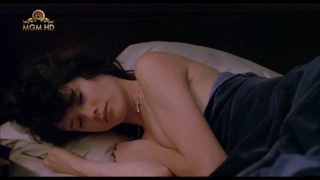 Daphne Zuniga  nackt
