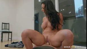 Girl Loves Big Cock Kendra Lust Stalking For A Cocking
