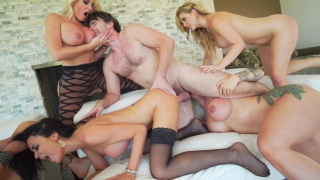 Alena Croft Cherie Deville Jasmine Jae Nina Elle Ryan Conner (Manuel Ferrara's Reverse Orgy 3)